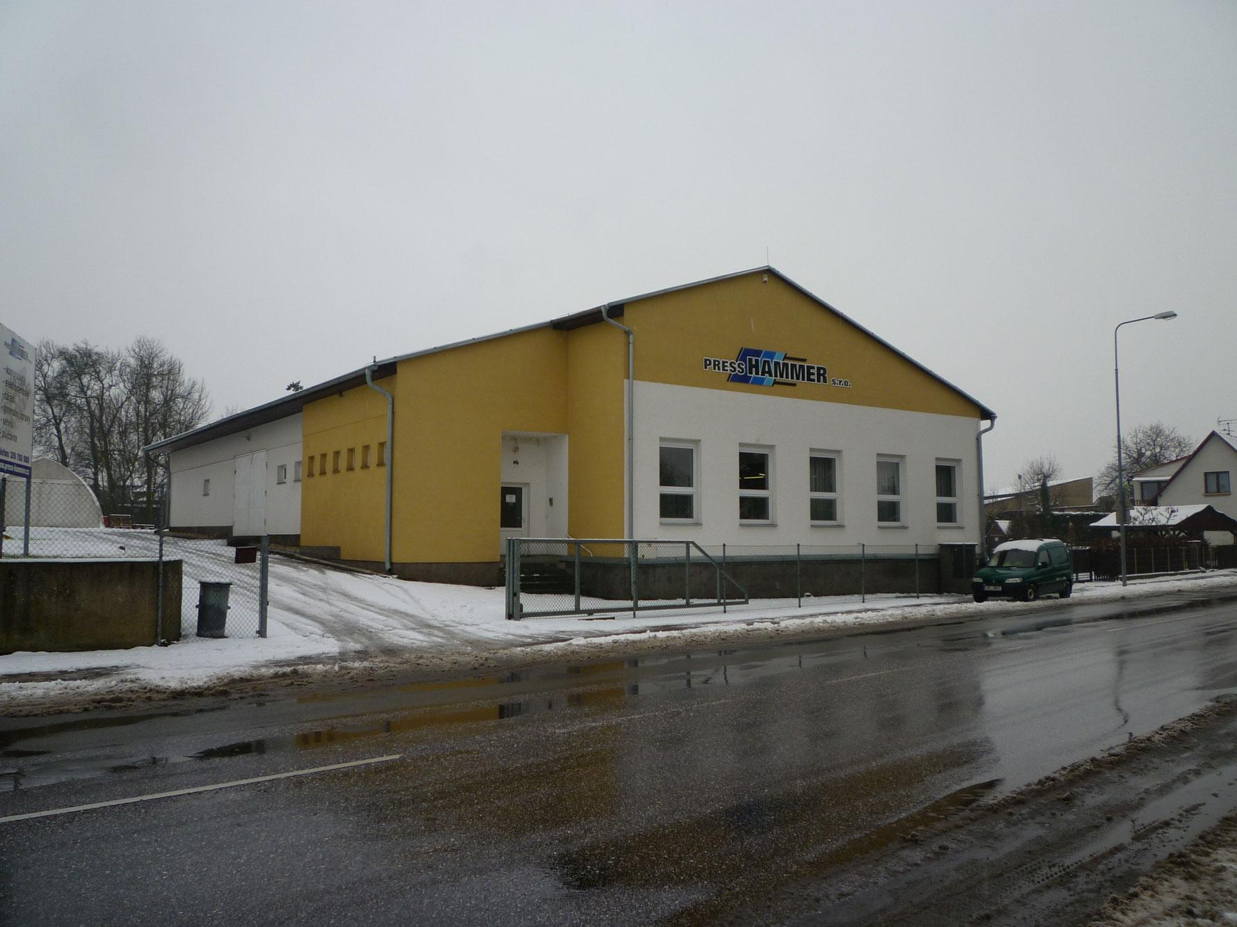 Projekce-Cerny-vyrobni-hala (18)